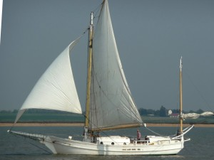 Sailing boat - a spray type