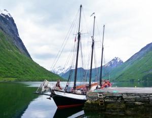 The schooner Trinovante alonside a quay in Norangsfjorden.