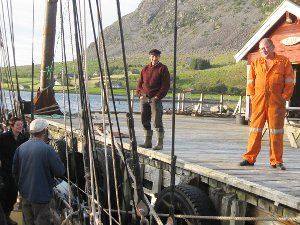 The brothers Bjorn and Ogsa from Botnane welcome the schooner Trinovante.